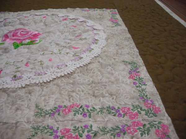 Embroideried Lace Circle wall Quilt - Click Image to Close